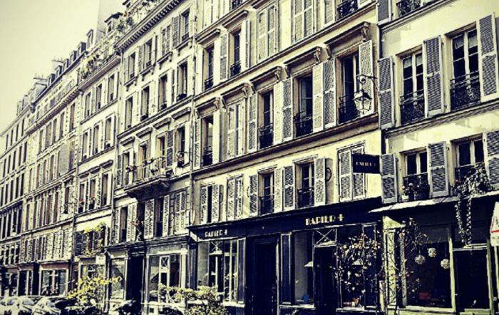 blick auf wohnhaus in le marais, paris