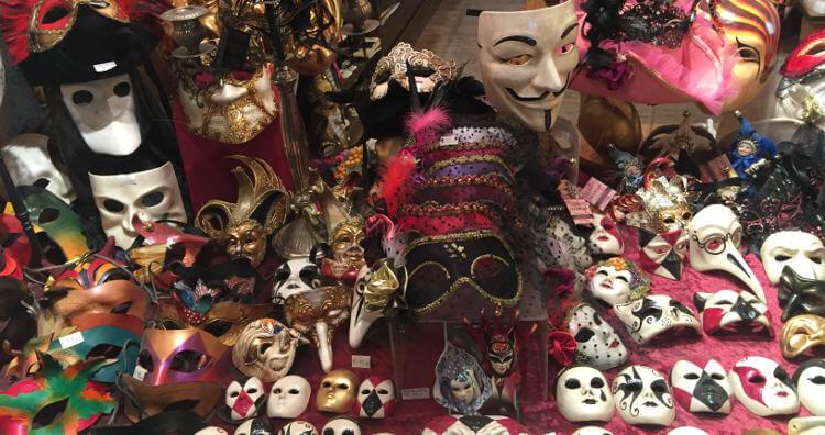 Auslage eines Maskengeschäfts in Venedig