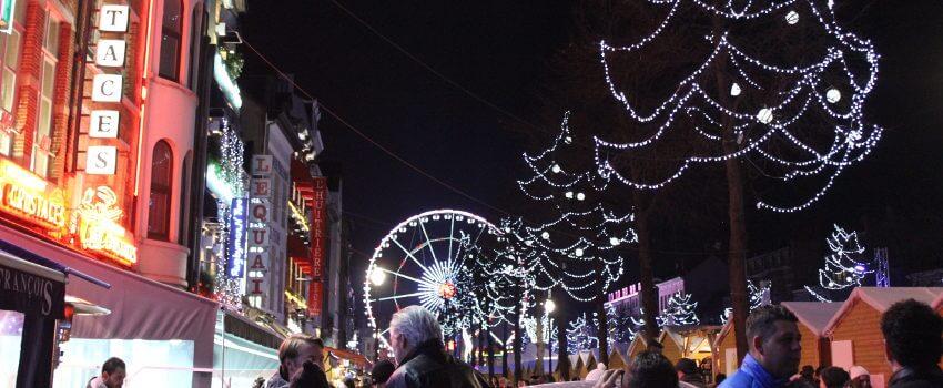Blick auf Riesenrad auf dem Winter Wonderland in Brüssel, Belgien