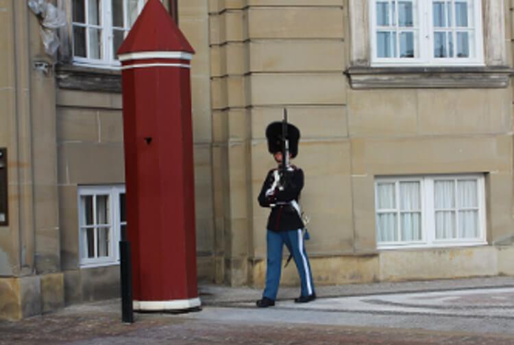 Soldat beim Wachwechsel in Kopenhagen, Dänemark