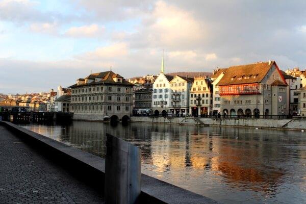 Blick auf Altstadt und Arm von Zürichsee
