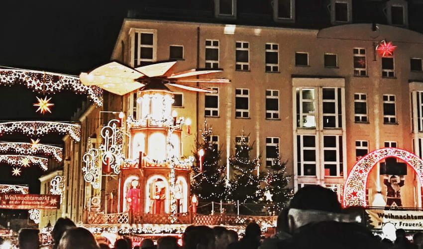 Weihnachtsmarkt mit Dekoration Altmarkt Dresden