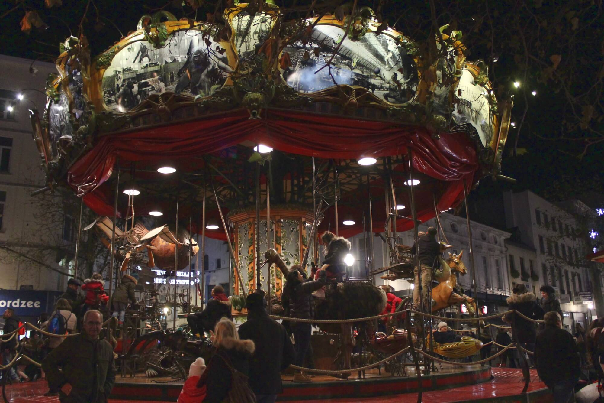 Karussell am Weihnachtsmarkt in Brüssel