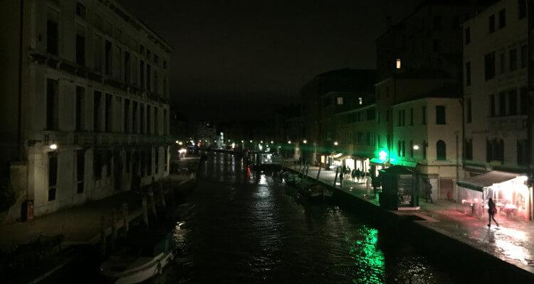 Blick auf Canal-Promenade im jüdischen Viertel in Venedig
