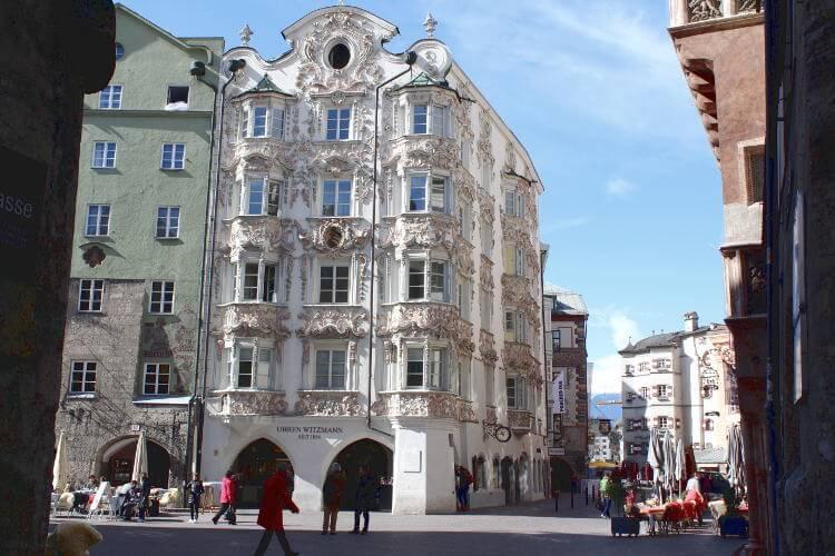 Blick auf Altstadtgebäude im Barockenstil