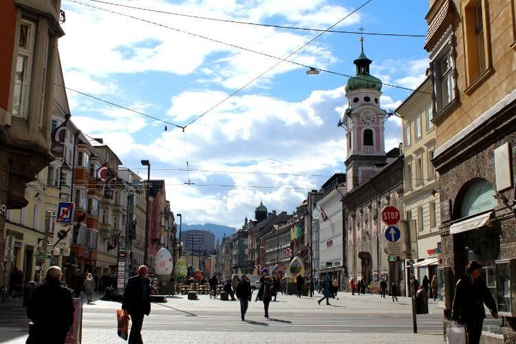 Blick von Innsbrucker Altstadt auf Maria-Theresien-Straße