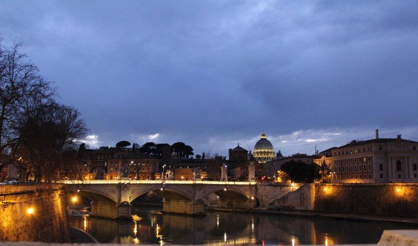 Blick von Ponte San'Angelo auf Petersdom