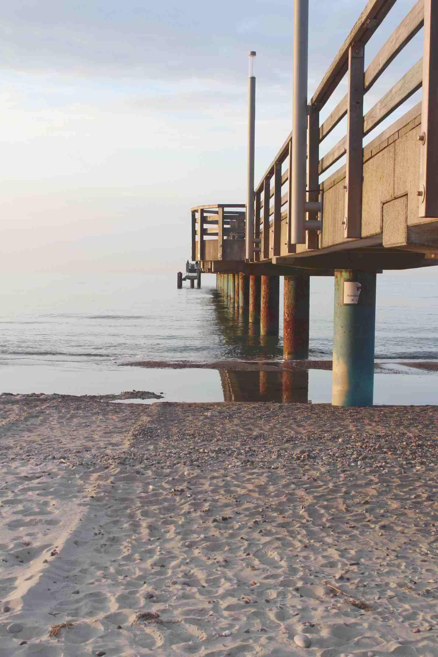 Blick von Strand auf Seebrücke