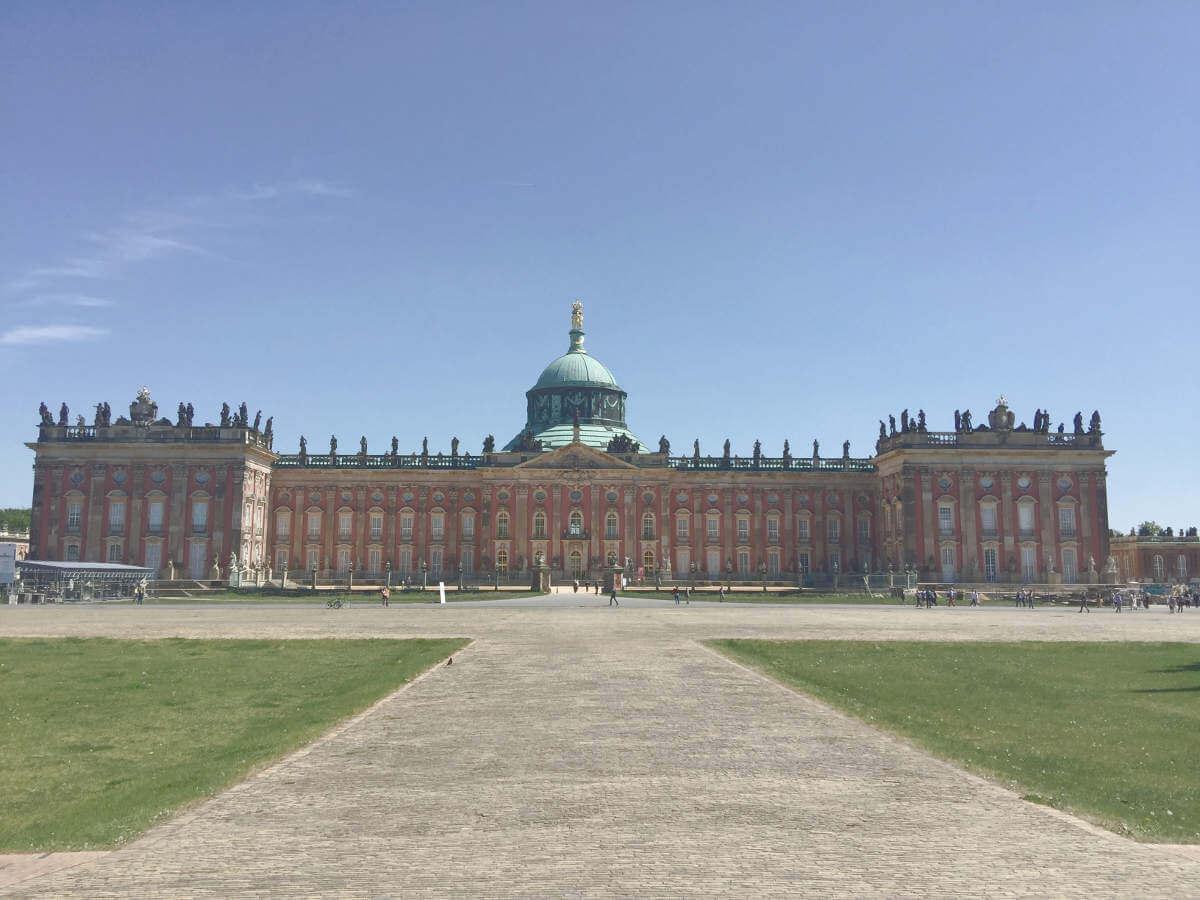 Blick auf das neue Palais im Park Sanssouci in Potsdam, Brandenburg