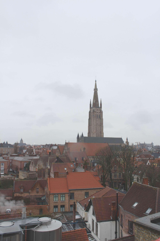 Blick von De Halve Maan Brauerei auf die Onze-Lieve-Vrouwekerk in Brügge