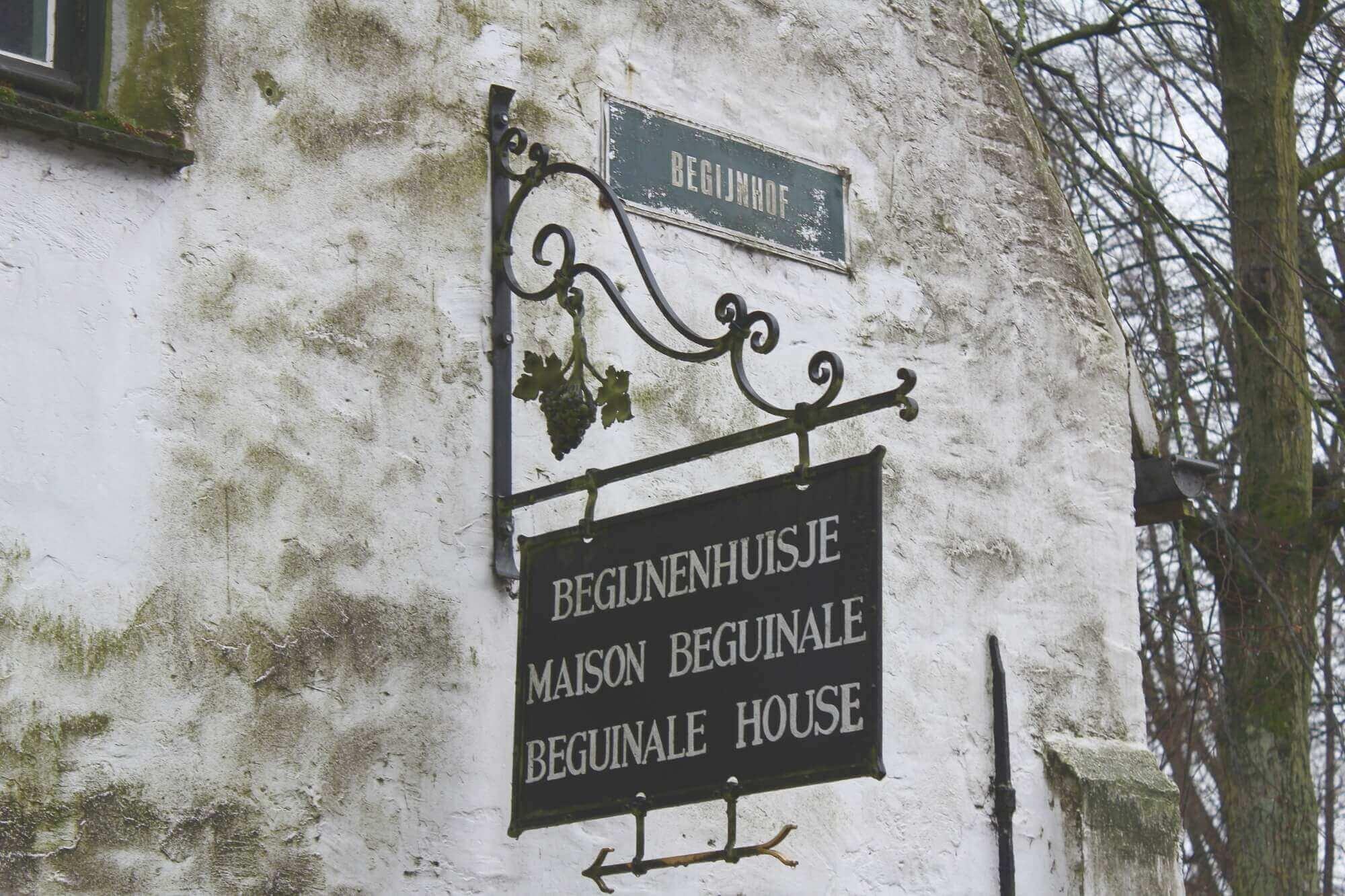Begijnhof Ten Wijngaarde Schild am Eingang, Brügge