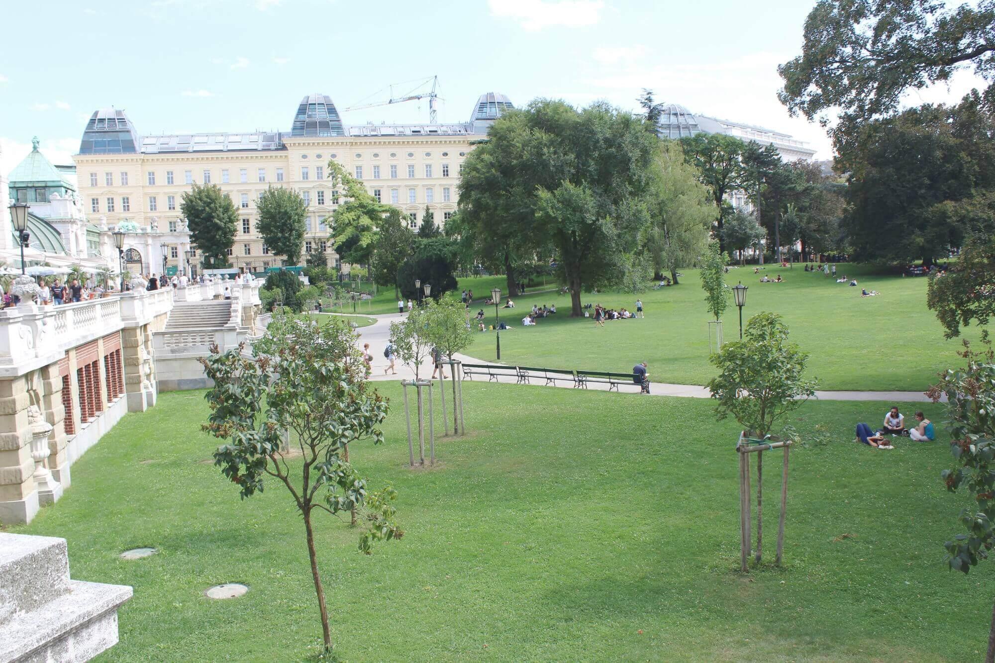 Blick auf Palmenhaus und Burggarten in Wien