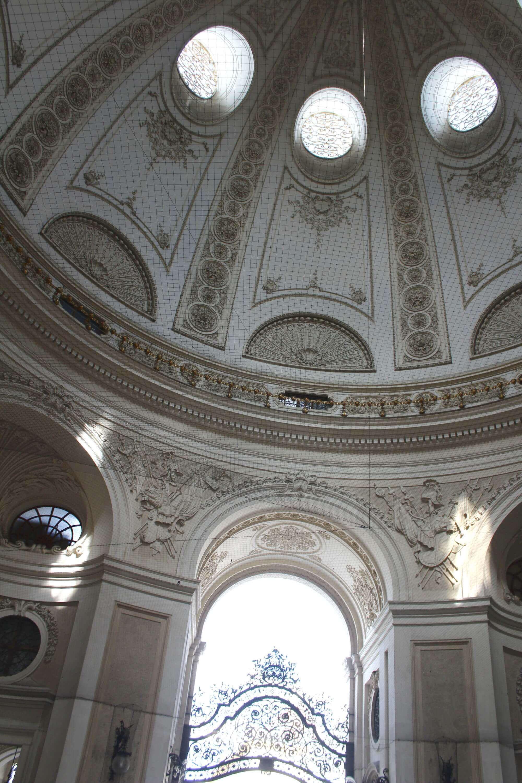 Blick in Eingangskuppel der Wiener Hofburg