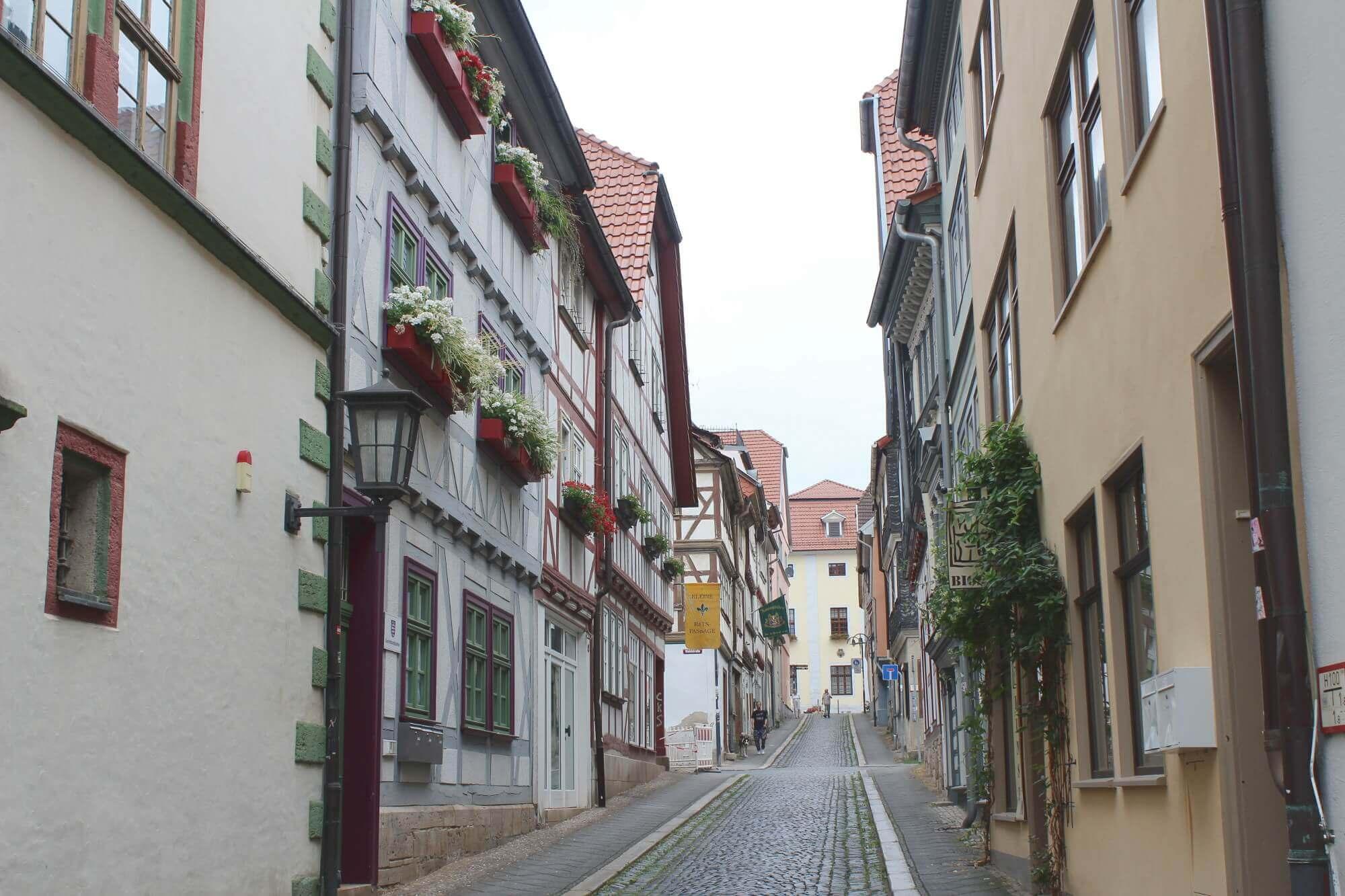 Straße in Mühlhausen in der Welterberegion Wartburg-Hainich in Thüringen