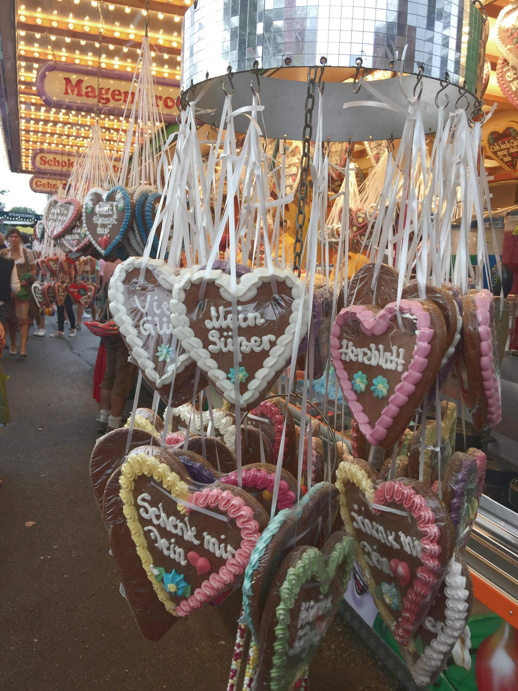 Süßigkeitenstand auf dem Barthelmarkt in Oberstimm