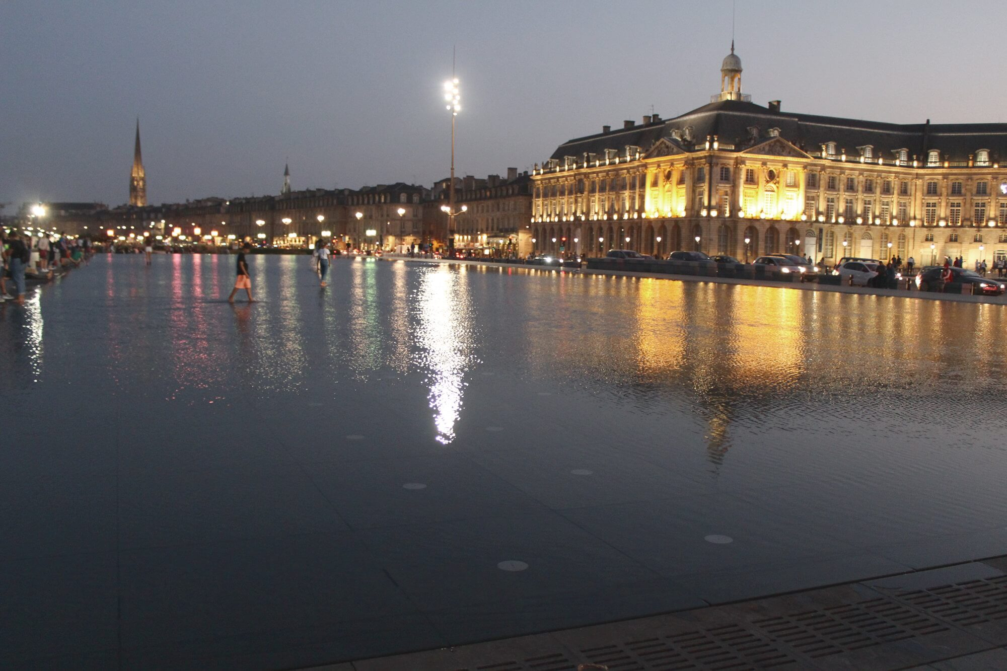 Must-Do in Bordeaux: Miroir de l'Eau am Abend