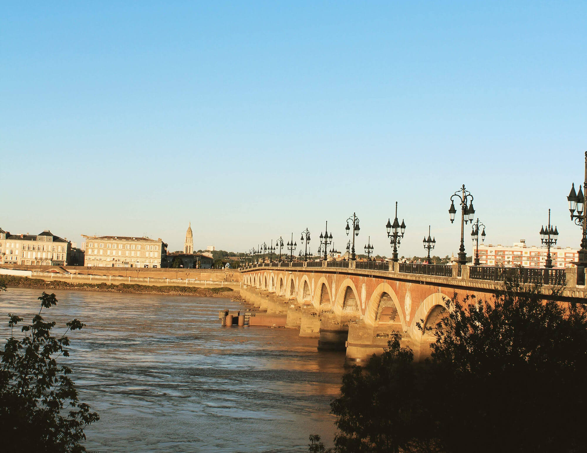 Bordeaux Travel Guide