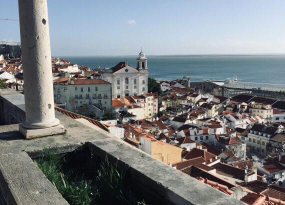 Blick über Lissabon aufs Wasser