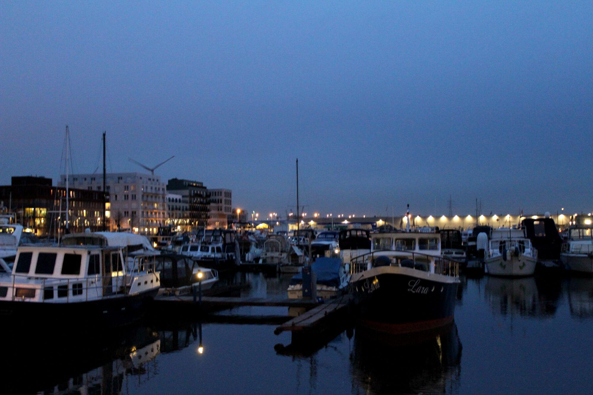 Hafen in Antwerpen bei Nacht