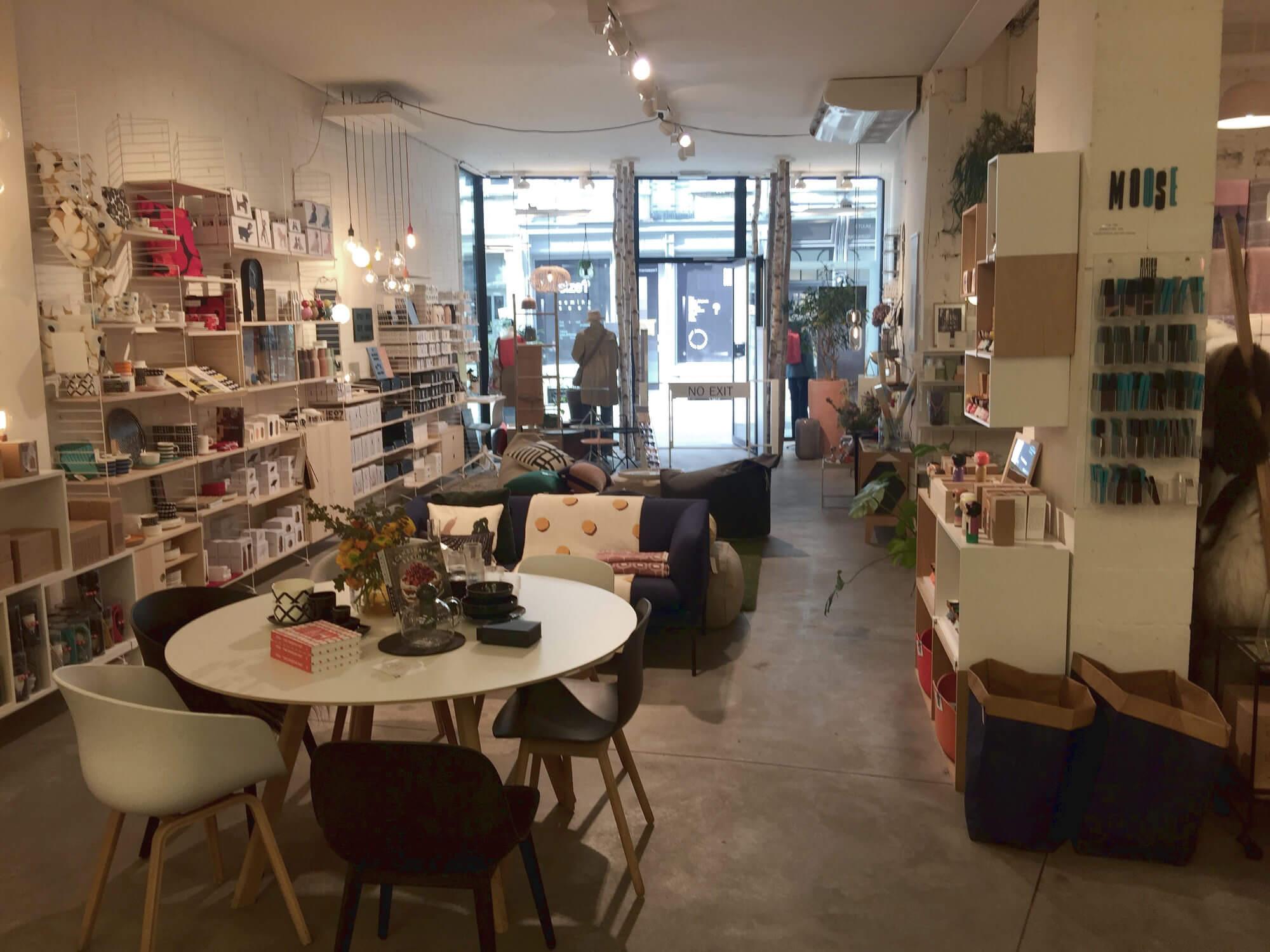 Blick in Verkaufsraum eines Geschäfts in Antwerpen