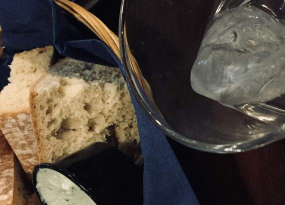 Brot mit Aoli und Aperitif auf Mallorca