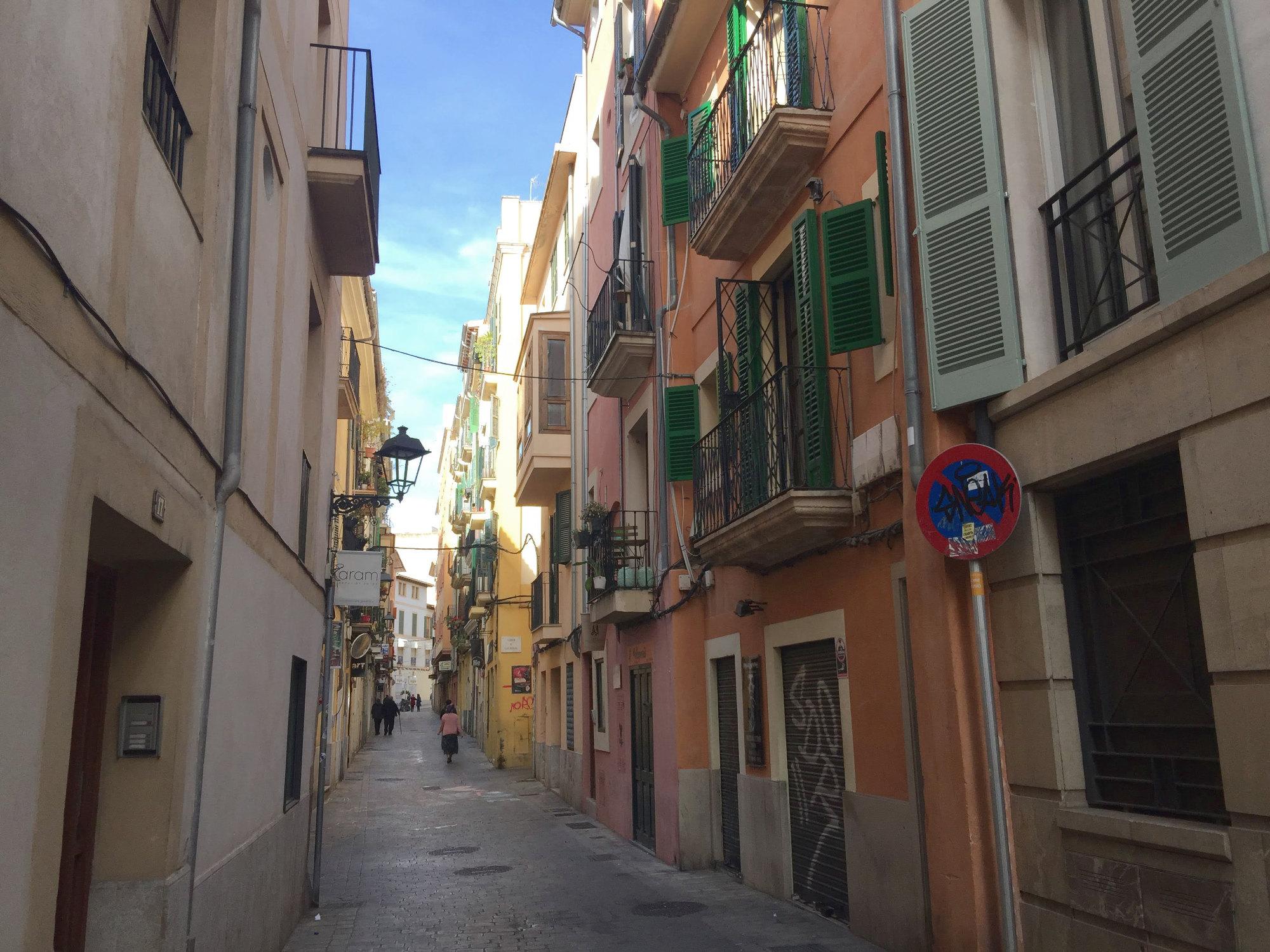 Einsame Straße in Palma de Mallorca