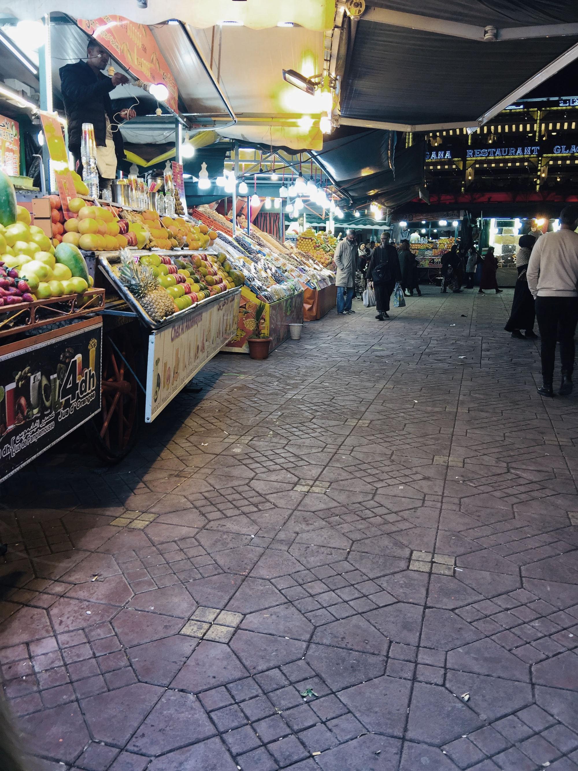 Sehenswürdigkeiten Marrakesch: Djemna de Fna Saftstände bei Nacht