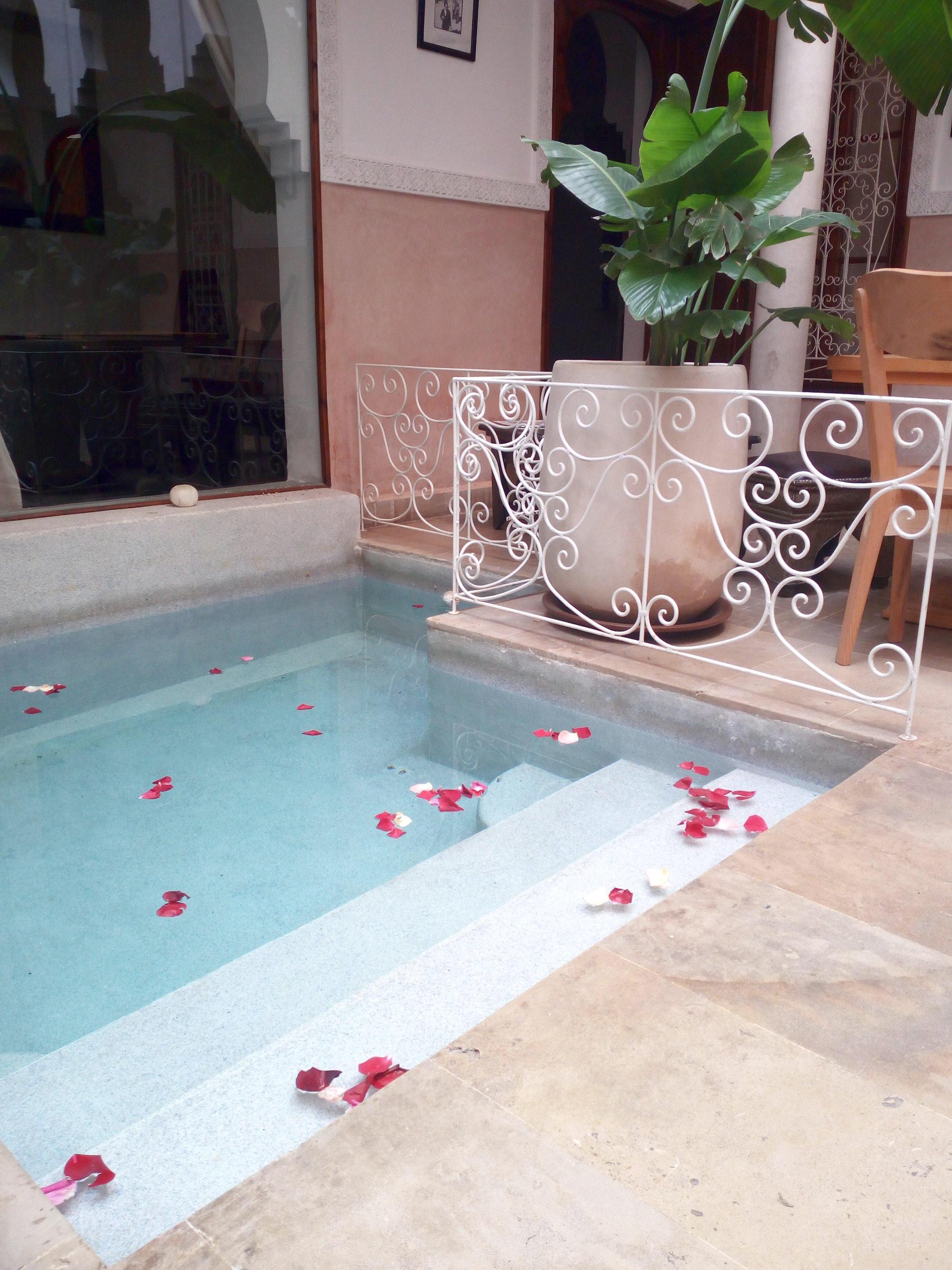 Innenpool in einem Riad in Marrakesch