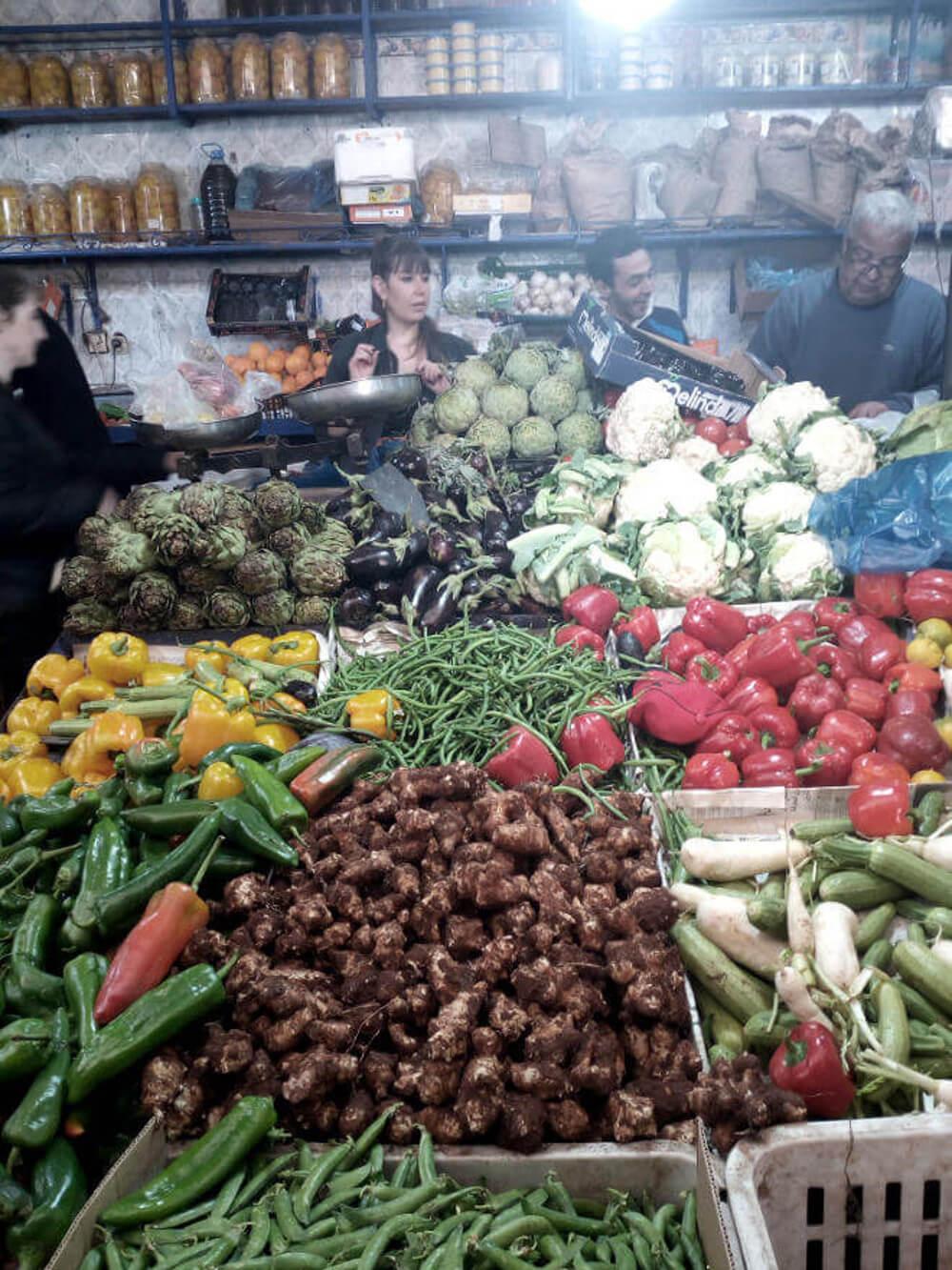Lebensmittelmarkt im Souk von Marrakesch, Marokko