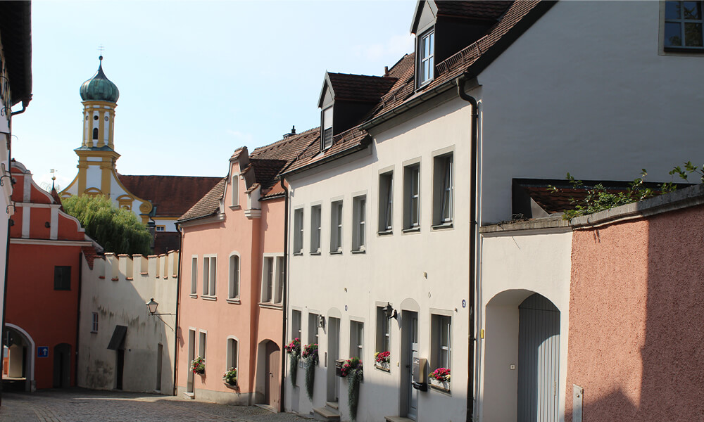 Straße zum Unteren Tor in der Altstadt Neuburg an der Donau