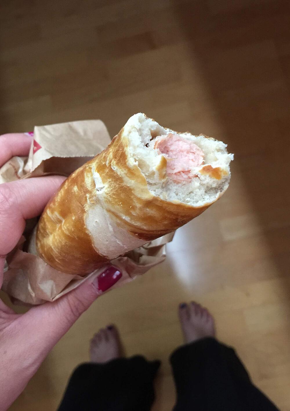 Neuburger Delikatesse: Wienerl im Brezenteig