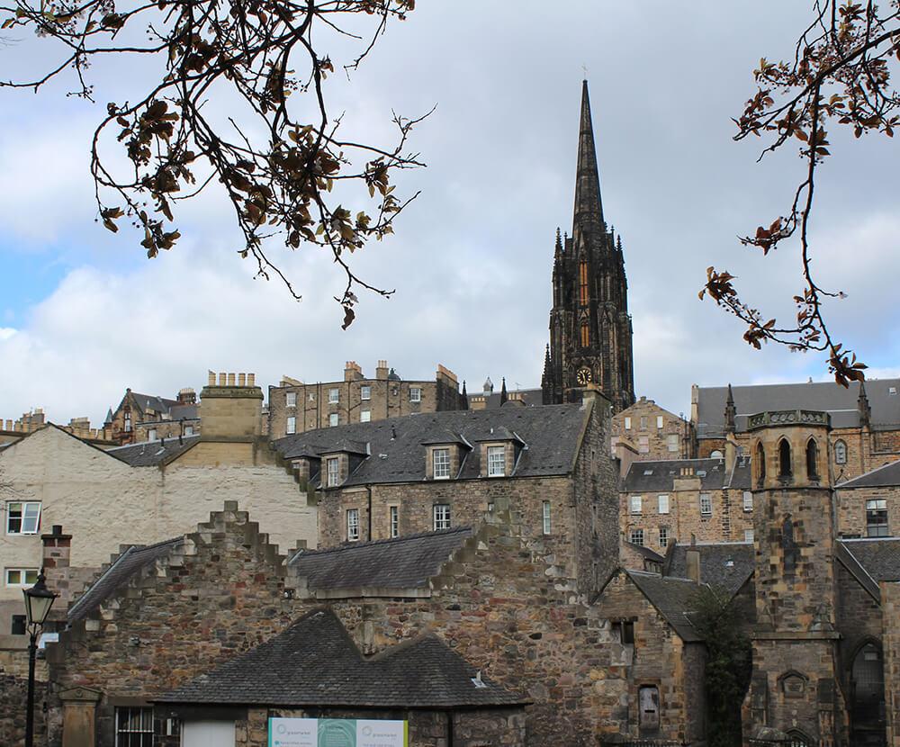 Blick auf Häuser Edinburghs, Schottland