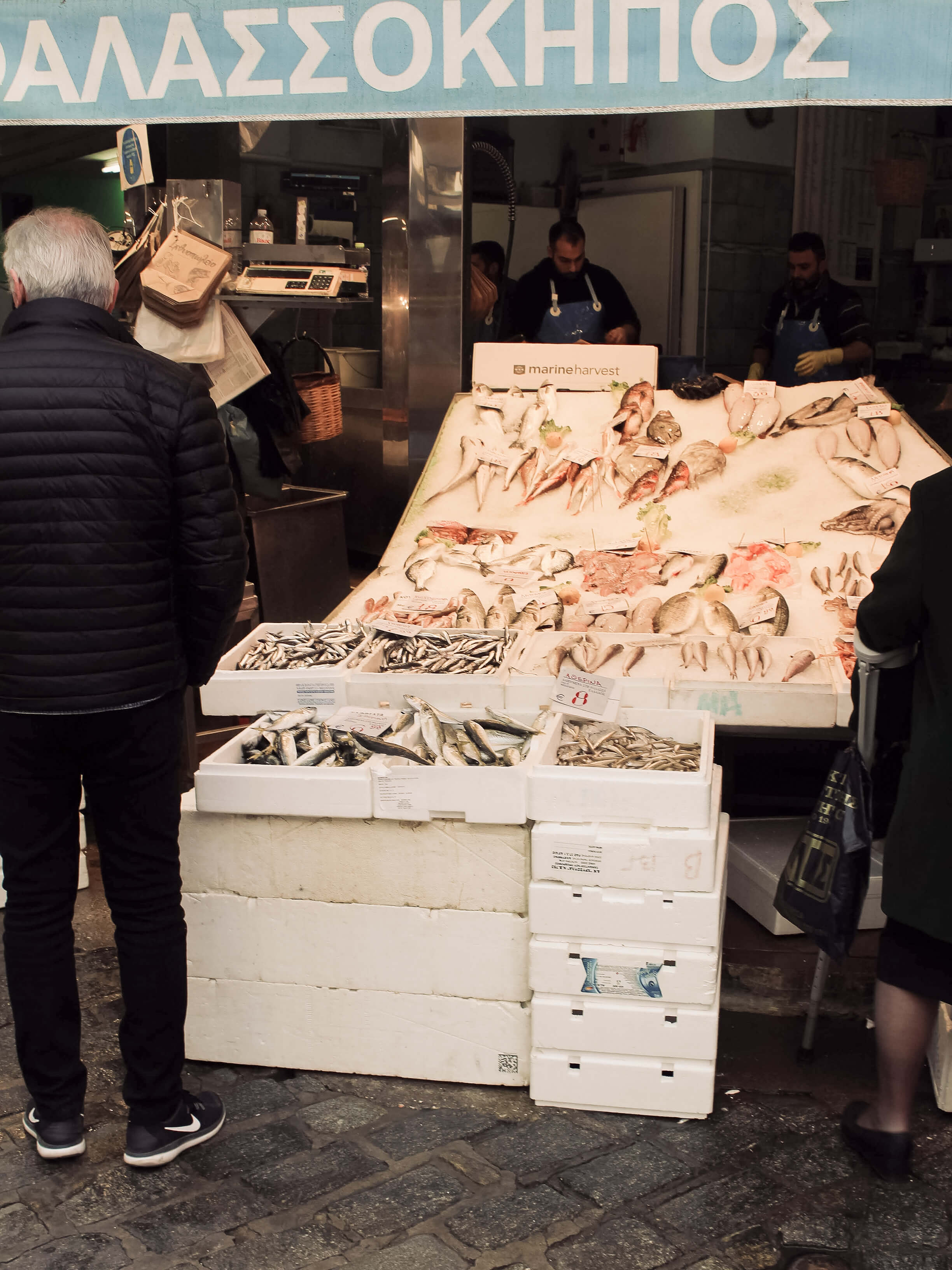 Fischstand auf dem Kapini Markt in Thessaloniki