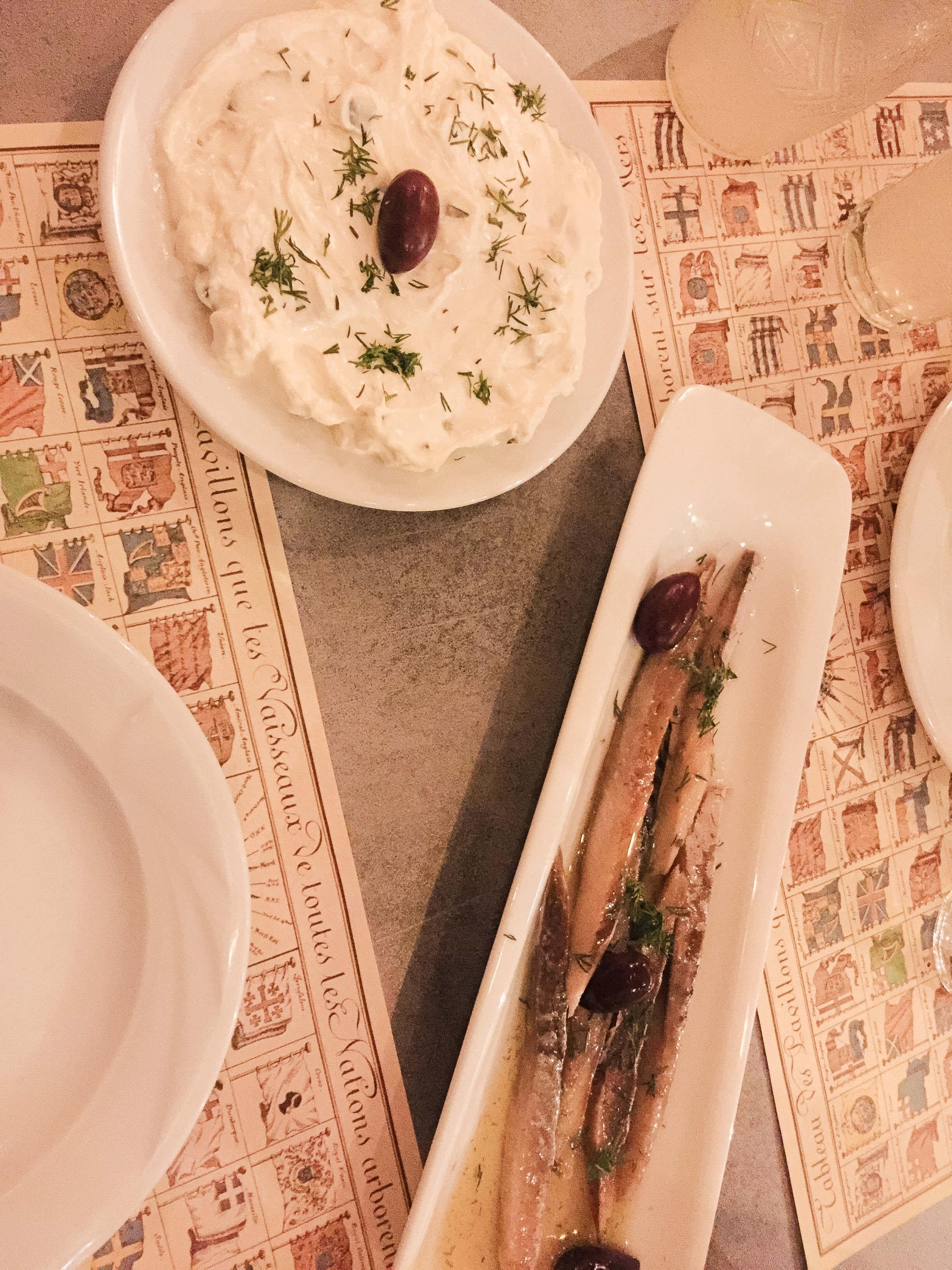 Griechische Makrele mit Tzaziki im Nautalis in Thessaloniki