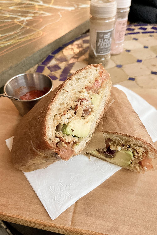 Sandwich im Pause Café in New York