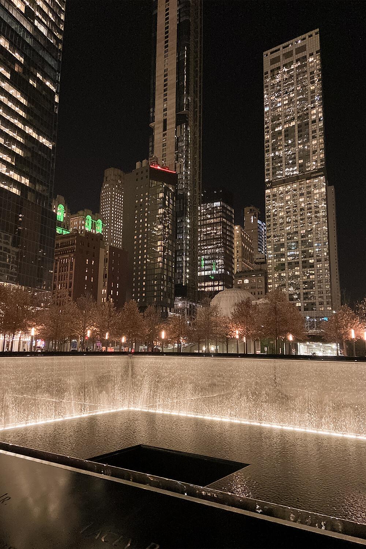 9/11-Memorial in New York bei Nacht