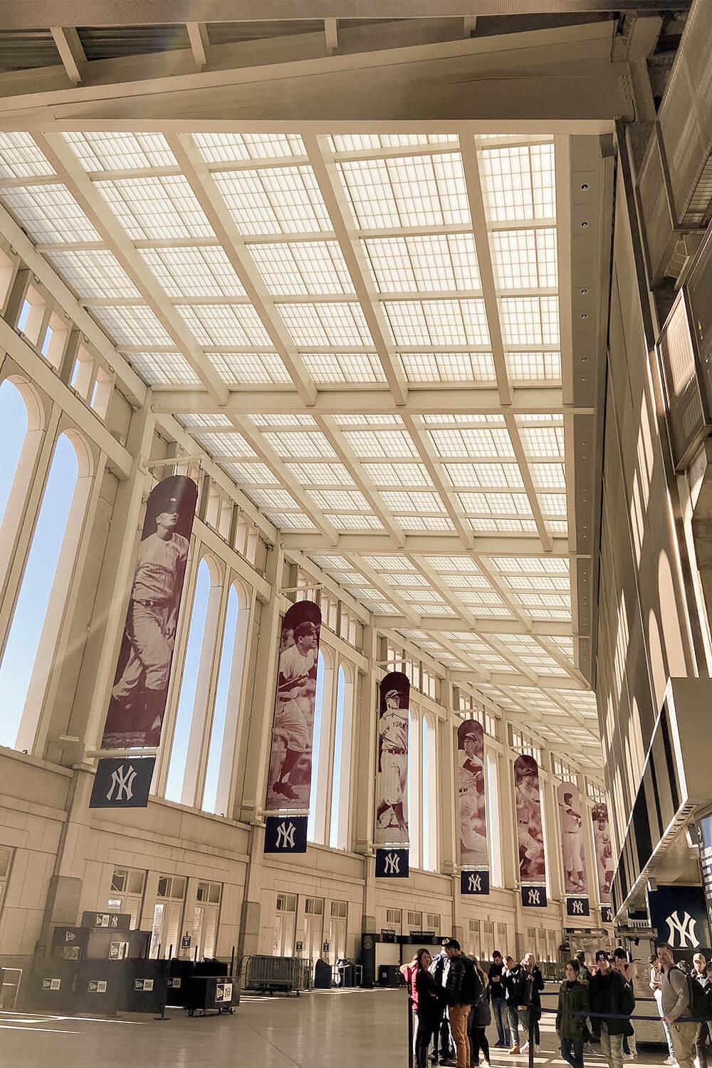 Eingangshalle des Yankee Stadiums in New York