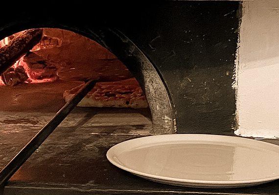 Steinofen zum Pizzabacken