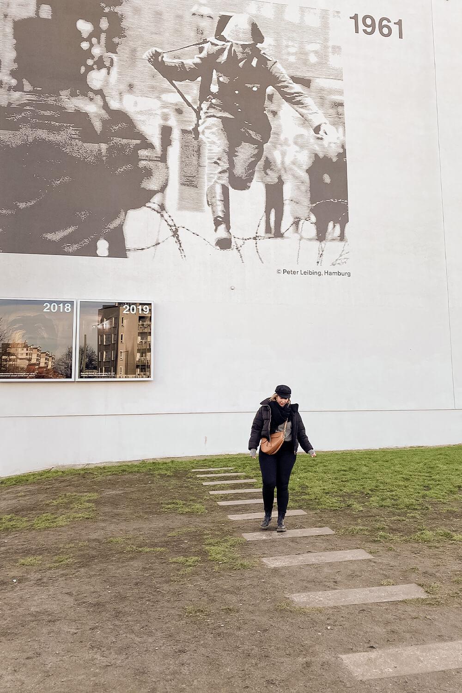 Mahnmal eines Fluchtwegs an der Gedenkstätte Berliner Mauer Berlin