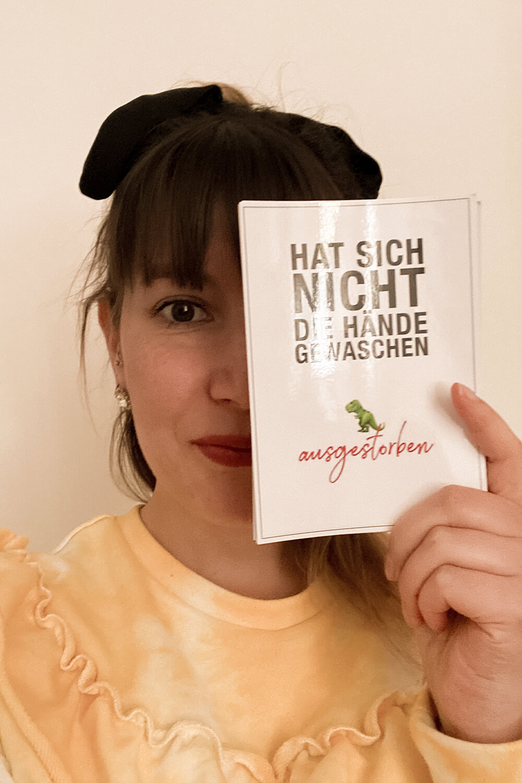 """Solidaritäts-Postkarte """"Hat sich die Hände nicht gewaschen"""" von MyPostcard"""