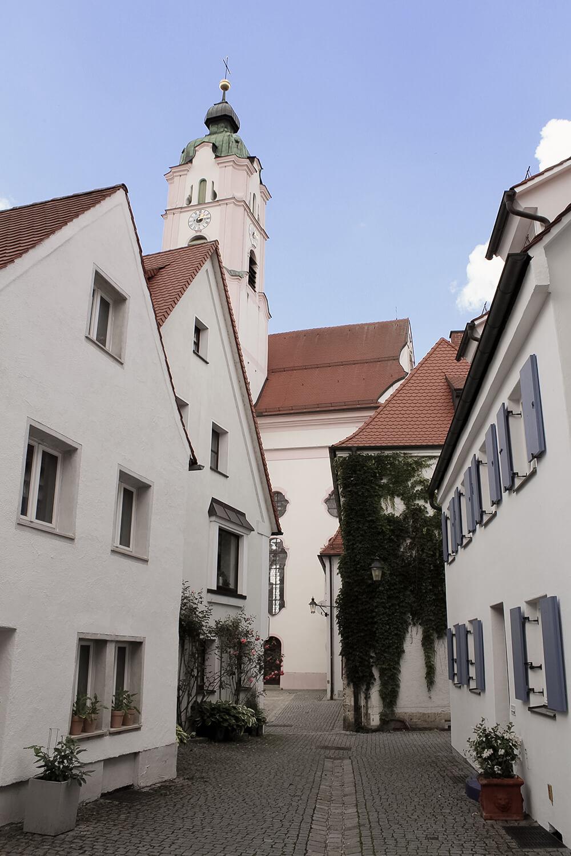 Frauengässchen in Günzburg mit Blick auf die Frauenkirche
