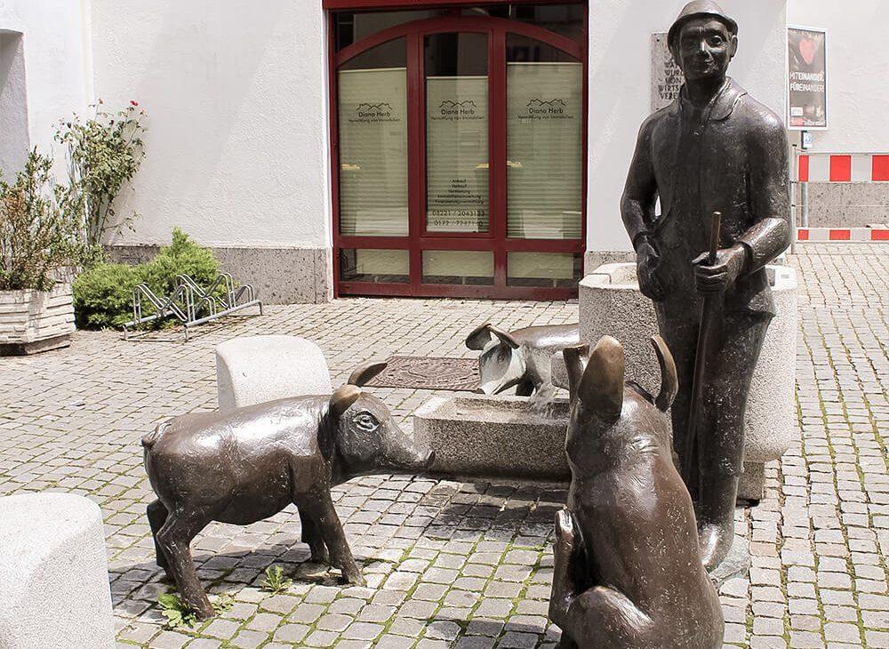 Statue am Wätteplatz in Günzburg