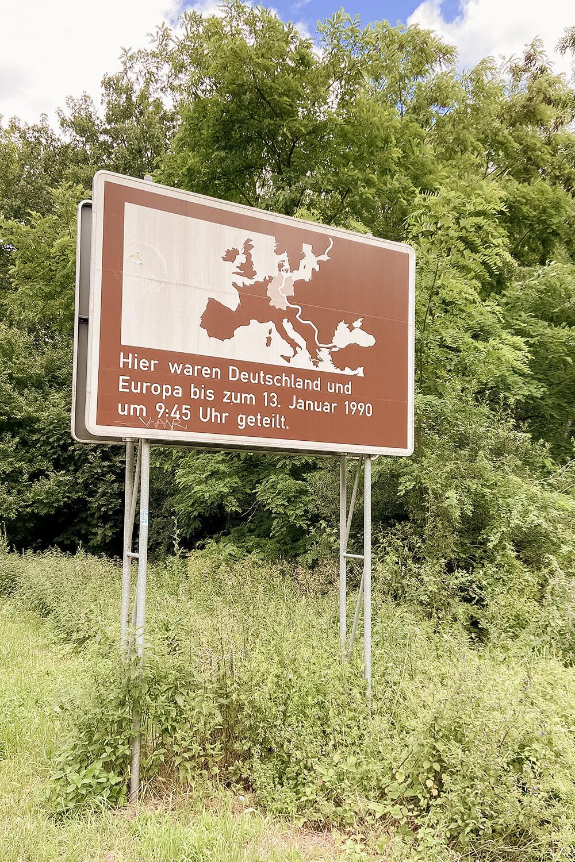 Erinnerungsschild an die innerdeutsche Grenze