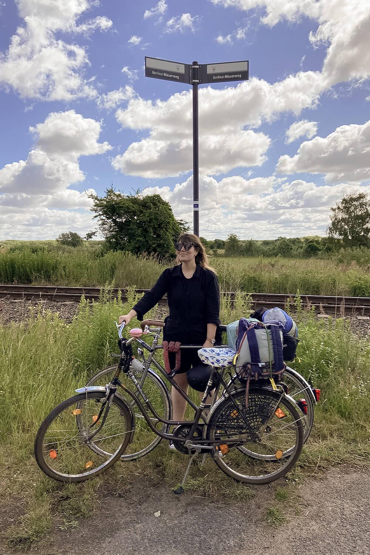 Auf dem Berliner Mauerweg mit dem Fahrrad