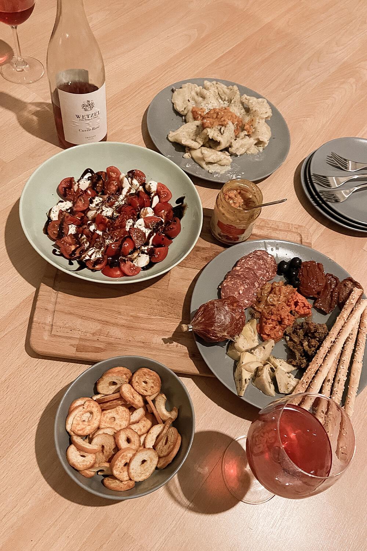 Weinprobe mit italienischem Essen