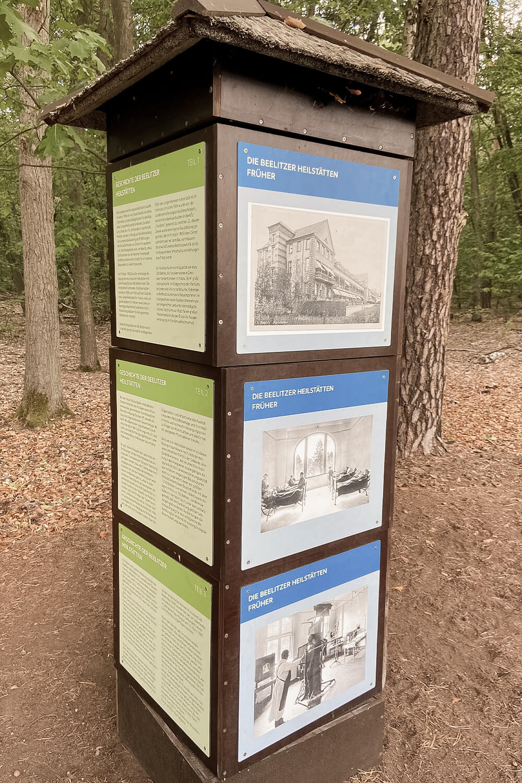 Infowürfel im Barfußpark Beelitz