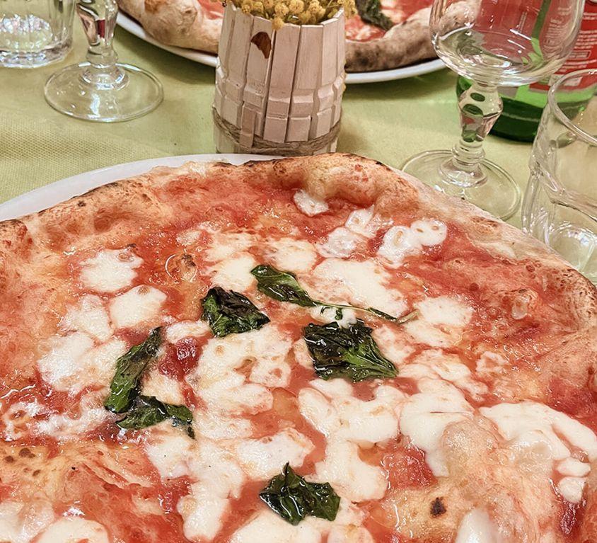 Neaplitanische Pizza