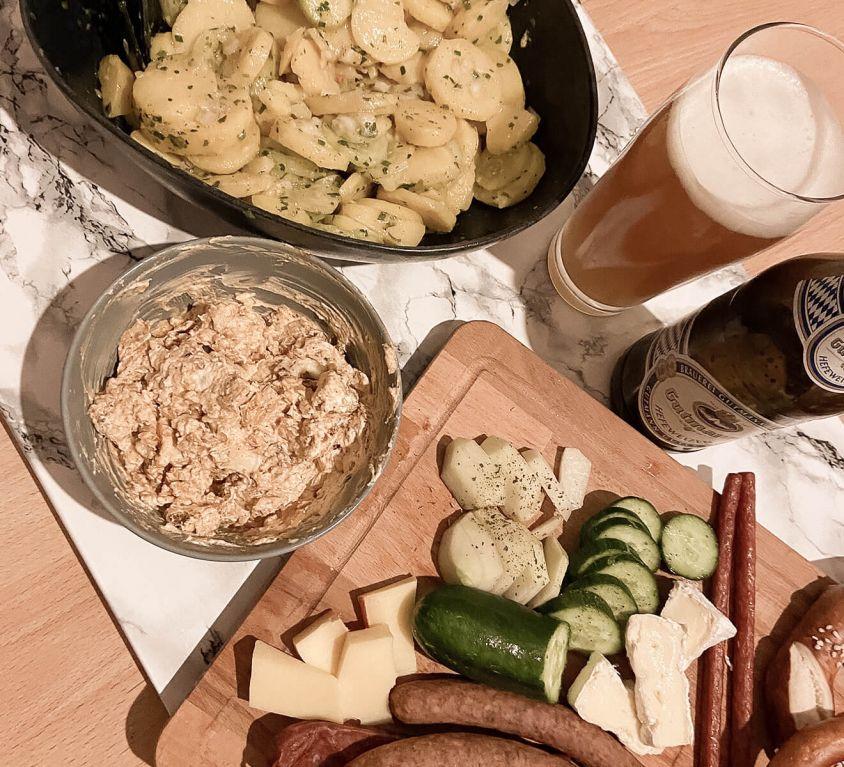 Kartoffelsalat, Obazda, Brotzeitbrett, Weißbier