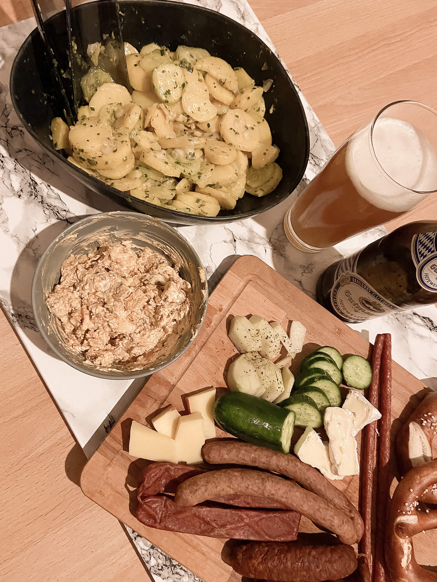 Kartoffelsalat, Obazda, Brotzeit-Brett, Bier
