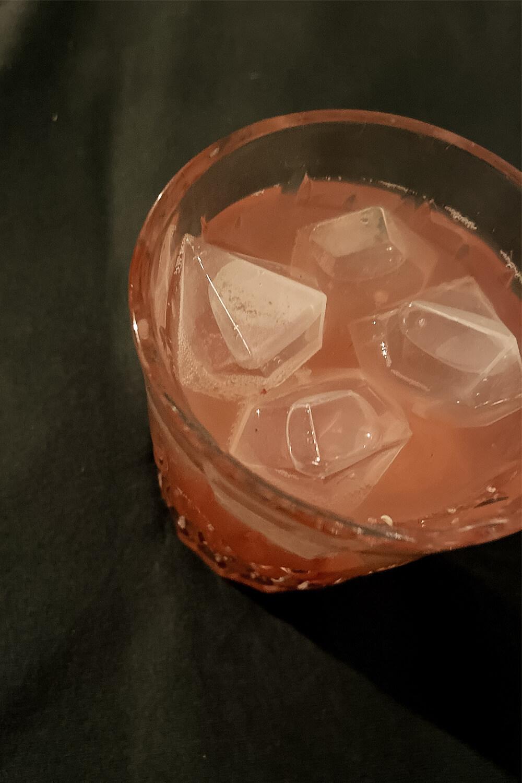 Drink für Weihnachten mit Apfelsaft, Cranberry und Moscow Mule